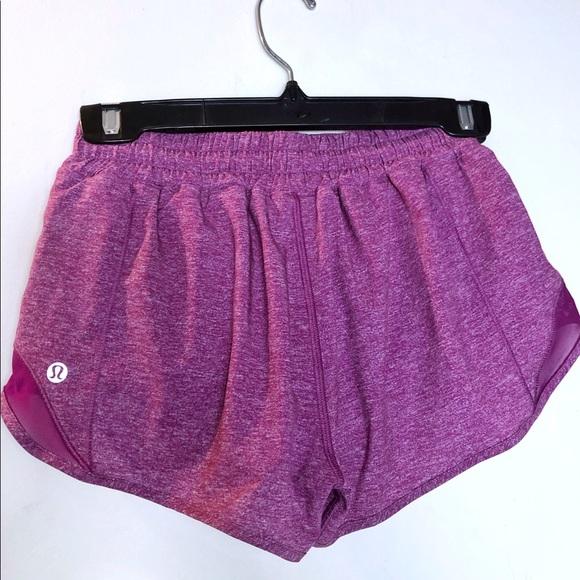 """Lululemon Hottie Hot Shorts 2.5"""" size 4"""